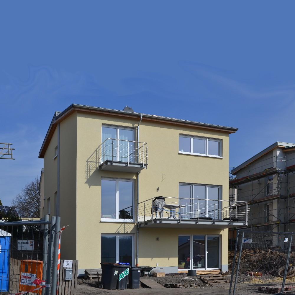 ... Fensterbau Beauftragten Schreiner Hergestellt. Vorderseitig Wurde Die  Vorgeblendete, Historische Steinfassade Grundlegend überarbeitet.